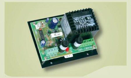 Carica Batteria 13,8V 0,75A dimensioni 100x90x58 mm