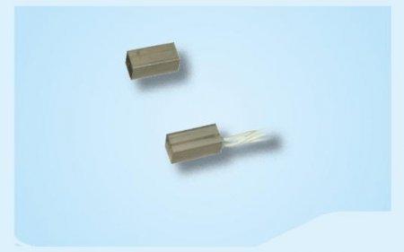 Contatto magnetico miniaturizzato per superficie